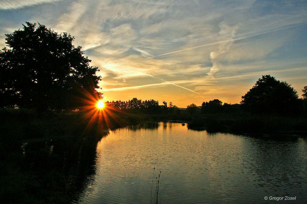 Mit aufgehender Sonne erwacht langsam das Leben.....am 29.09.13 Foto: Gregor Zosel