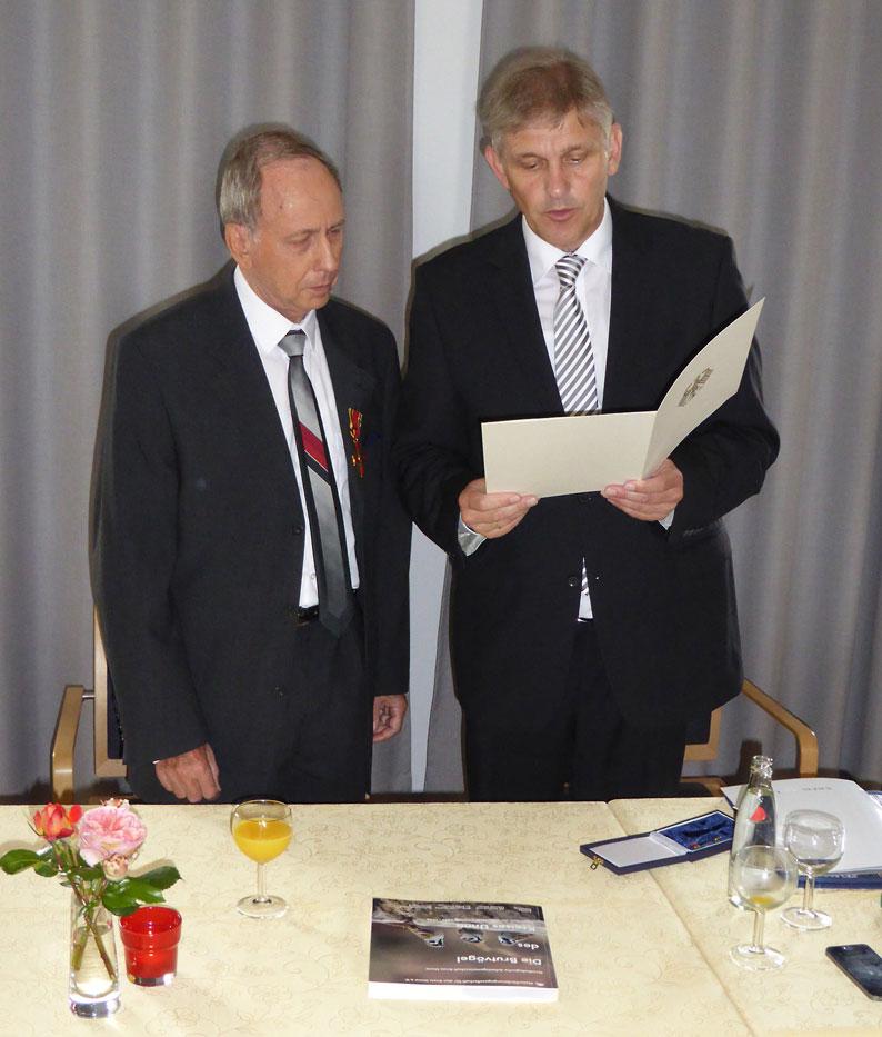 Verleihung des Verdienstordens der Bundesrepublik Deutschland an Dieter Ackermann am 22.06.2016 Foto: H. Knüwer
